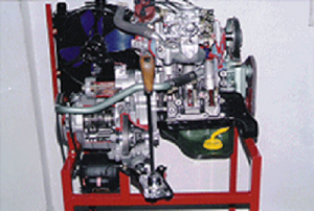 Model No.XS-07 CUT SECTION MODEL OF MARUTHI 800CC CARBURATOR CAR ENGINE ASSEMBLY WITH RADIATOR, CLUTCH, GEAR BOX ETC., (working)